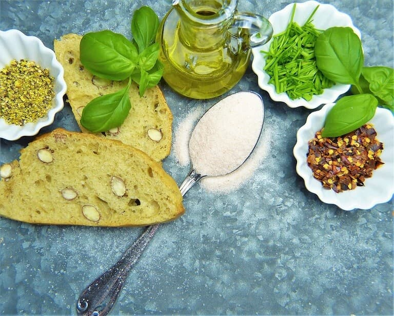 Pan, Aceite, Sal y Semillas