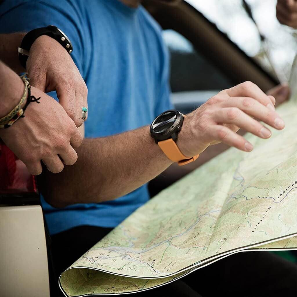 Ventajas de Usar un Smartwatch en el Senderismo